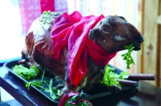接待尊贵的客人--烤全羊