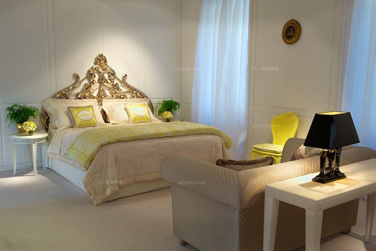 高端别墅欧式镂空雕花双人床+双人沙发组合
